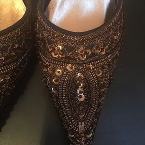 Shoes - Gorgeous Chocolate Brown Kitten Heels w/ Sequins